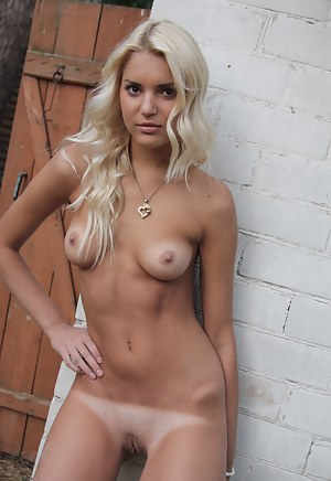 Sexy Tanned Girls Porn Pictures
