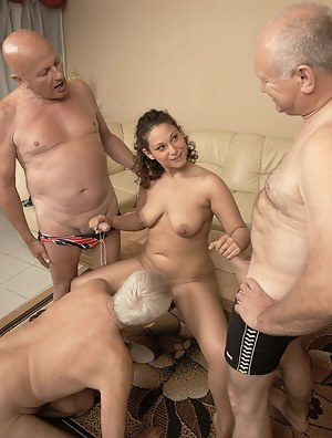 Sexy Girls Foursome Porn Pictures